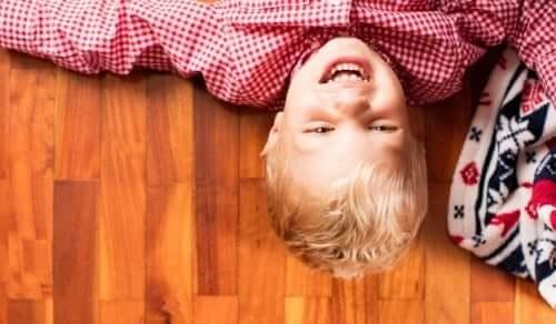 Insegnate ai vostri figli a ridere di se stessi