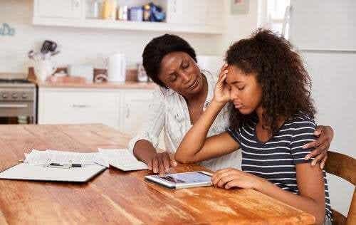 Come aiutare i bambini a gestire lo stress dei compiti