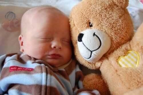 Prime cure del neonato per soddisfare i suoi bisogni