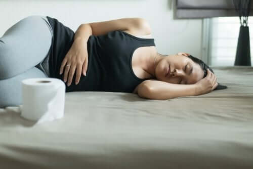 Donna incinta che soffre di stipsi