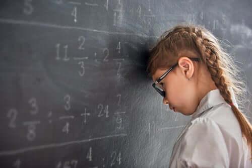 secondo numerosi psicologi, il fallimento scolastico presenta una scarsa relazione con l'intelligenza