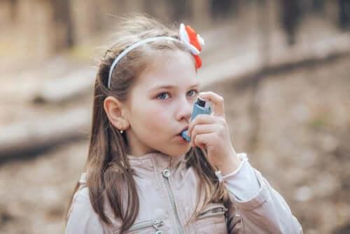 l'asma nei bambini viene generalmente trattato con farmaci assunti per via inalatoria
