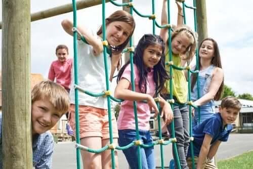 il divieto alla ricreazione priva i bambini di un gran numero di benefici