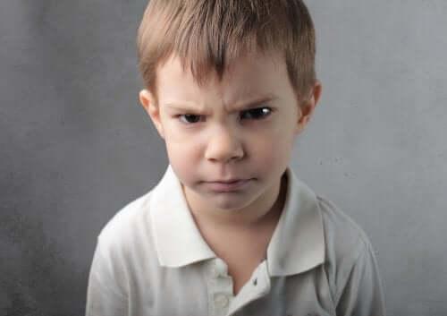 Bambini che si arrabbiano per qualunque cosa: che fare?