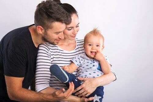 Famiglia con due genitori e un bambino biondo: cos'è la patria potestà