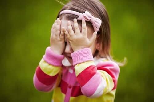 manifestazioni oculari e problemi neurologici sono tra i più importanti sintomi della sindrome di Sturge-Weber