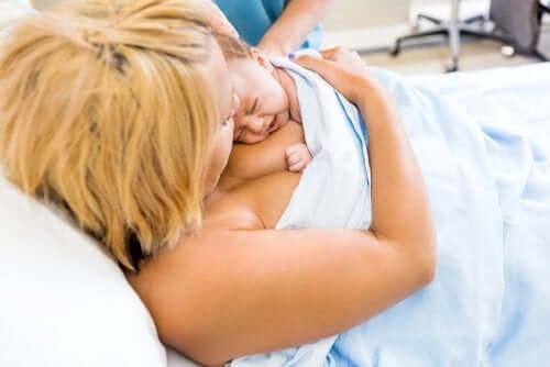 L'importanza del contatto pelle a pelle dopo il parto