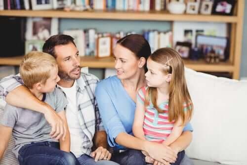 Conversazione tra tutti i membri della famiglia