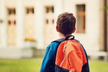 Far cambiare scuola al bambino senza il consenso del coniuge