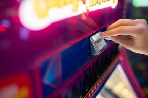 la ludopatia o dipendenza dal gioco d'azzardo è un fenomeno sempre più diffuso tra i giovani