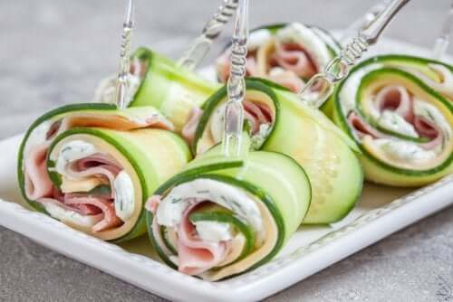 gli involtini con le verdure sono un'ottima alternativa per una festa per bambini sana