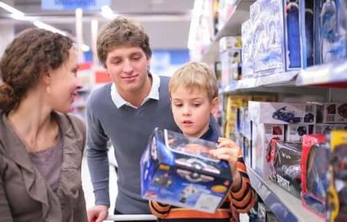 Come evitare il consumismo compulsivo nei bambini