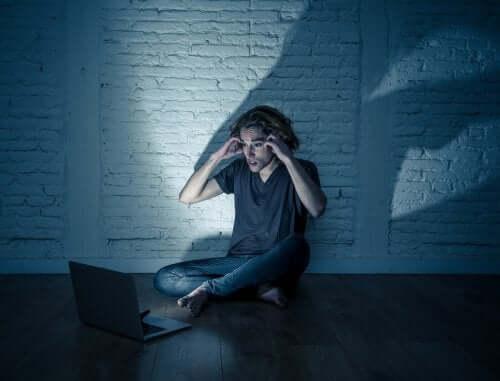 L'incremento del cyberstalking tra gli adolescenti
