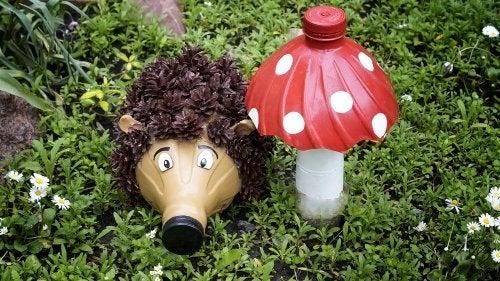 tra le attività manuali con le bottiglie di plastica, una delle più divertenti è la realizzazione di animali