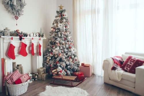 Arredamento natalizio in bianco.