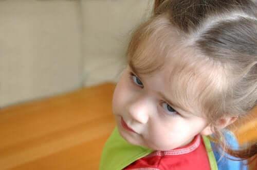 Bambina contrariata