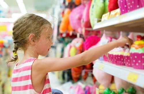 l'offerta del mercato e il bombardamento pubblicitario rendono sempre più difficile evitare il consumismo compulsivo nei bambini
