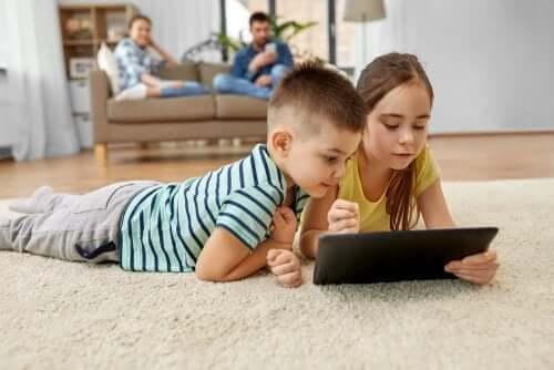 le app per bambini per disegnare e colorare consentono di divertirsi e imparare allo stesso tempo