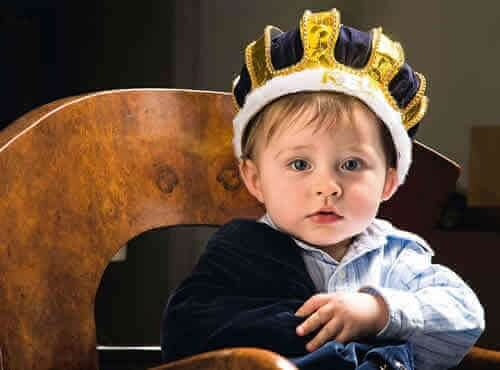 Sopravvalutare i figli può renderli narcisisti