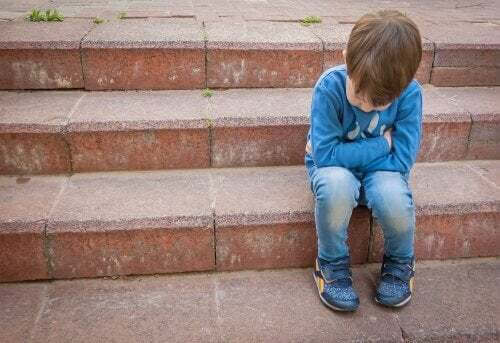 Bambino vittima di bullismo
