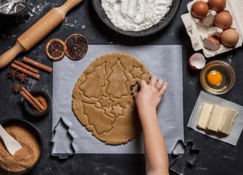 Tra le ricette natalizie per bambini non possono mancare i biscotti al burro.