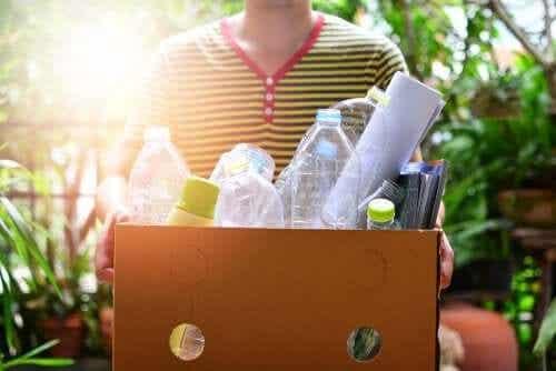 3 attività manuali con le bottiglie di plastica