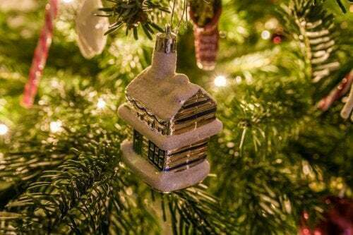 Decorazione di Natale a forma di casetta.