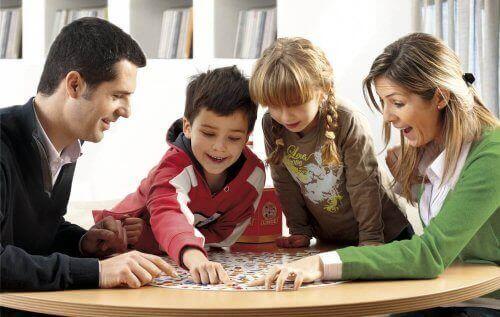 i giochi da tavolo offrono numerosi benefici per lo sviluppo cognitivo dei bambini