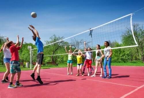anche la pallavolo può provocare numerosi infortuni sportivi nei bambini