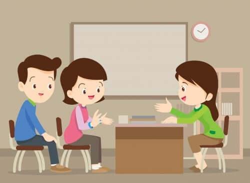 anime di genitori che parlano con insegnante