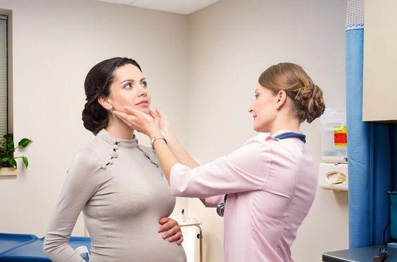 Donna incinta dal medico