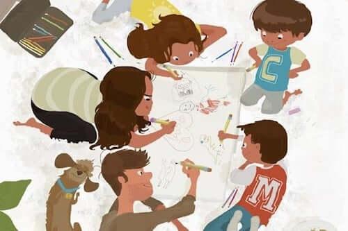 Madre padre e figli che disegnano insieme.