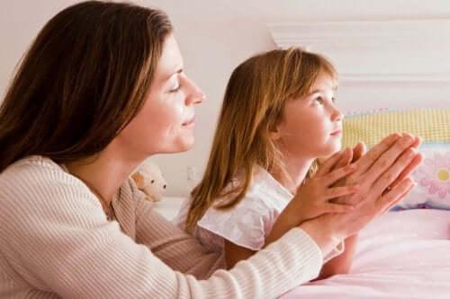 Avvicinare i vostri figli a Dio: 10 modi per farlo