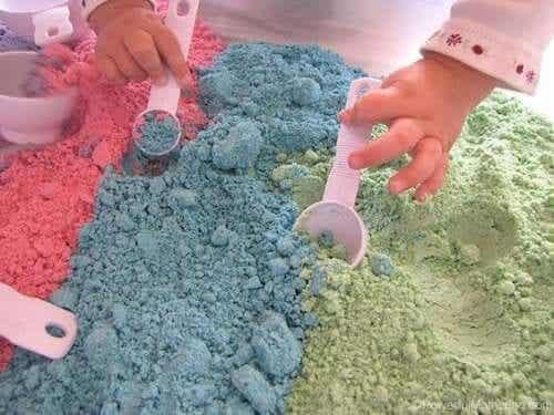 La sabbia magica: giochiamo con i bambini!