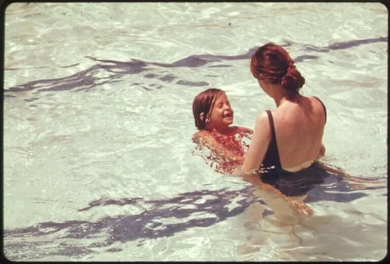 Come migliorare la relazione madre figlia, madre e figlia in piscina.