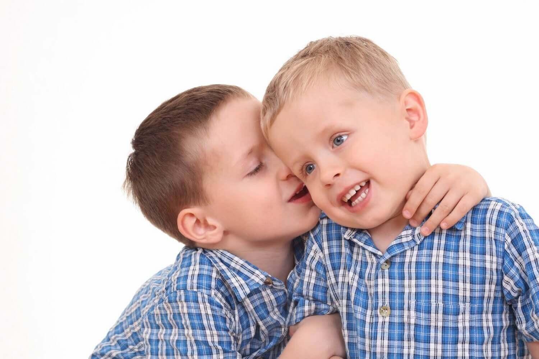 in presenza di segnali di ritardo del linguaggio, è necessario rivolgersi al più presto al pediatra