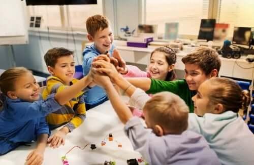 Gli ambienti personalizzati di apprendimento promuovono la condivisione della conoscenza.