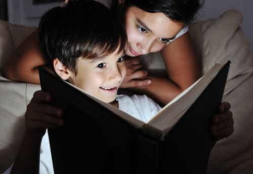A letto, è l'ora della lettura! I libri da leggere al buio