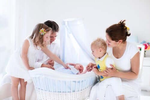 la culla è il primo elemento che non può mancare nella camera da letto del bebè