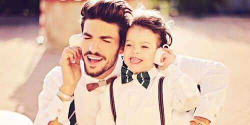 padre e figlio che giocano