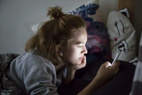 adolescenti e isolamento: è importante stabilire degli orari da seguire