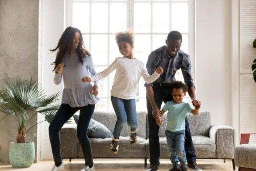 Bambini, energia e divertimento: balli ed esercizi durante la quarantena