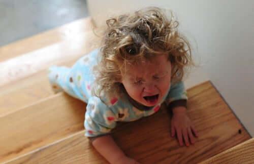 bambina che fa i capricci