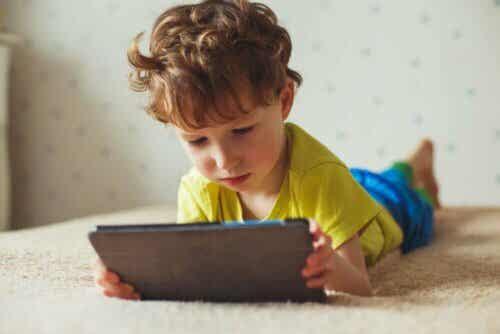 In che modo i dispositivi elettronici fanno male ai bambini?