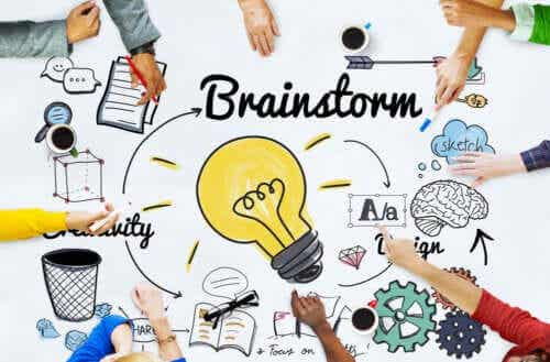 Lavoro di gruppo e brainstorming per realizzarli