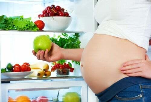 Alcuni cibi alterano il movimento del feto: è vero?