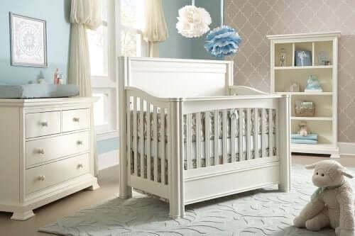 Culla nella camera da letto del bambino.