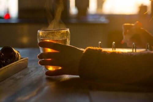 Tazza di tè al tramonto.