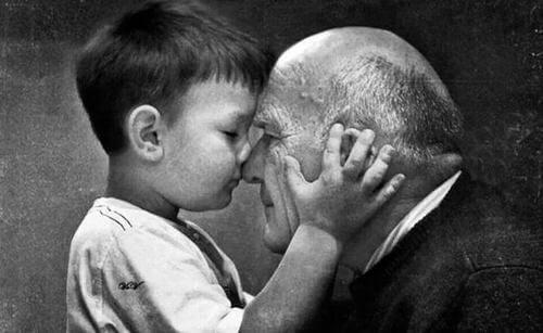 Mio nonno: bambino con il nonno.