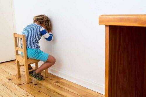 Come educare senza rinforzi né punizioni secondo il metodo Montessori